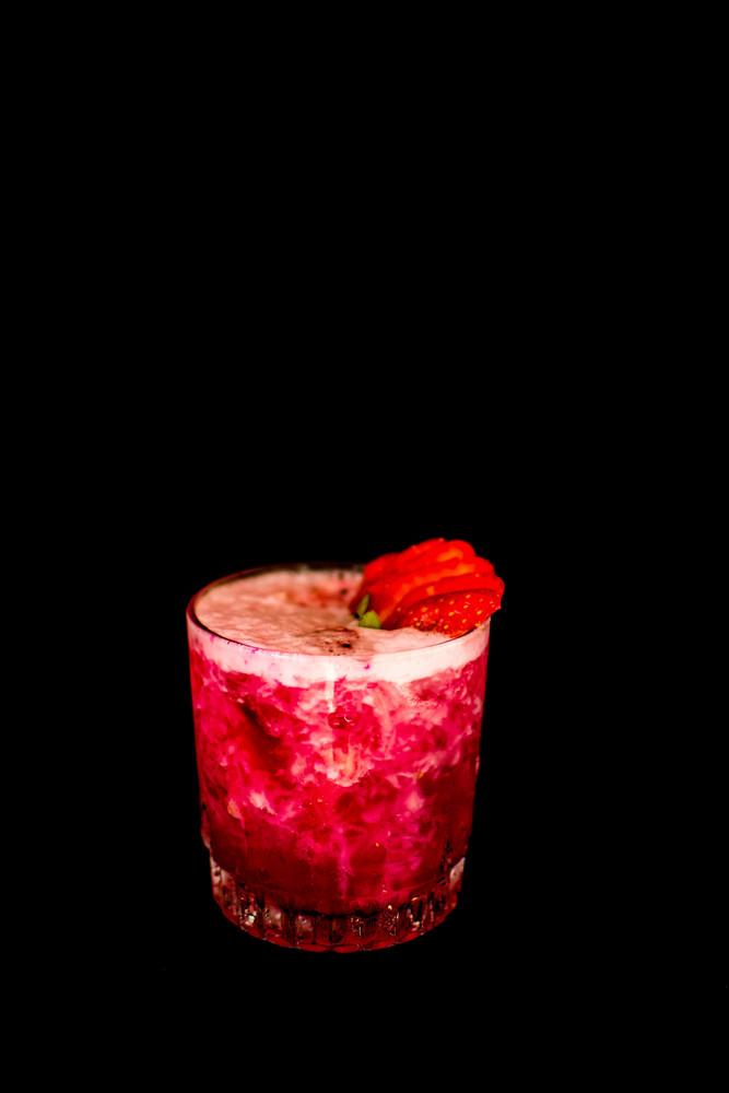 Caipira abacaxi com pitaya (Vodka)