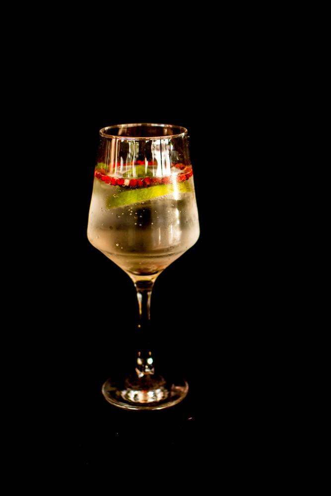 Gin tônica limão taiti e pimenta rosa (gin)